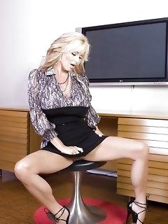 MILF Erotica Pictures